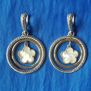 Charming White Flower Earrings!!🌼🌼
